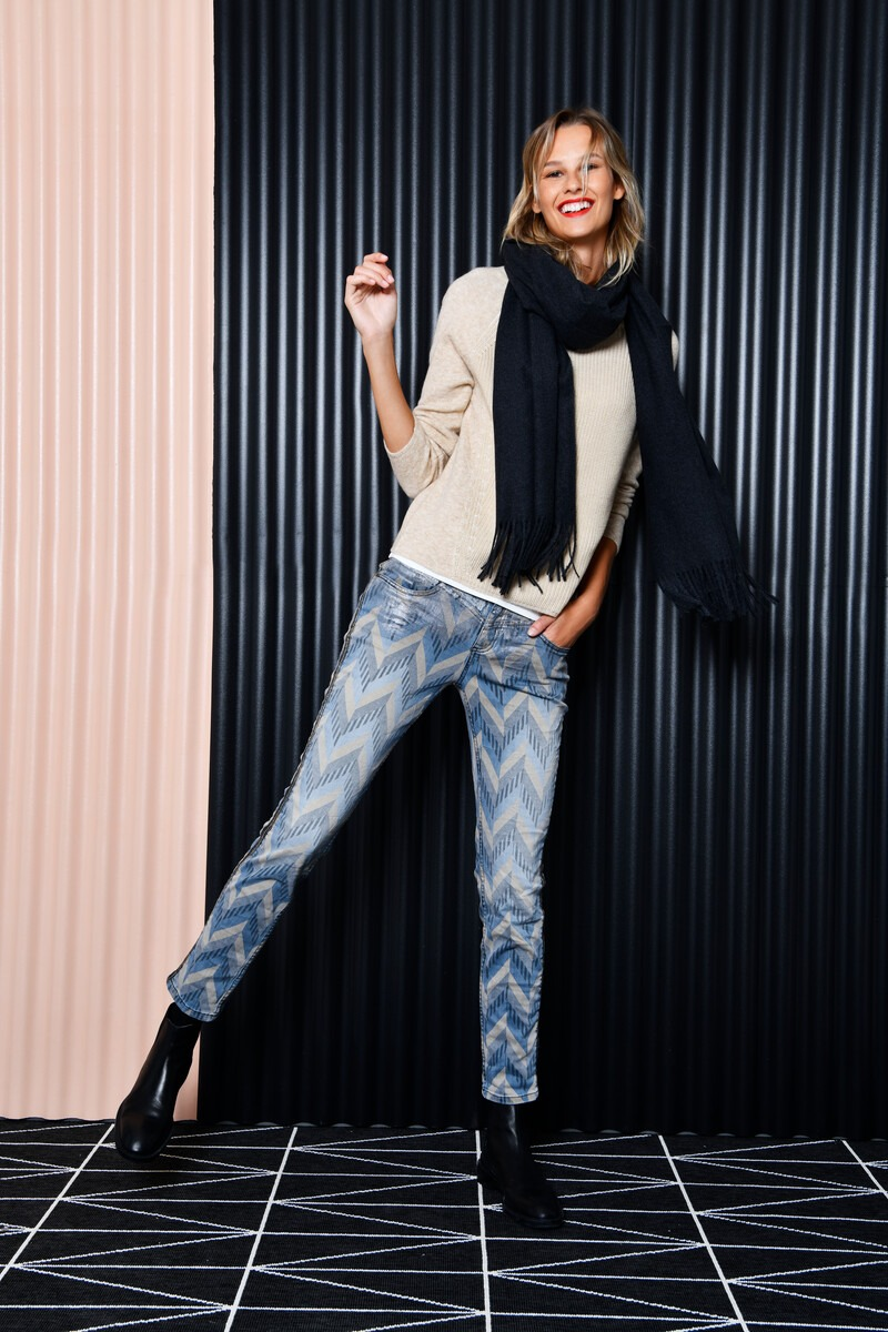 StreetOne_1119_Outfit02_Motiv02_074_Styler